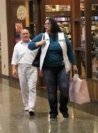 Renato Aragão passeia com a mulher em shopping carioca - Fotos - R7 Famosos  e TV