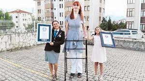 Guinness Rekorlar Kitabı'na girdi... En uzun boylu kadın Rümeysa Gelgi