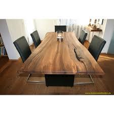 Esstisch In Massivem Europ Nussbaum Tisch Nuss Mit Baumkante