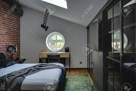 Erstaunlich Modernes Schlafzimmer Mit Mauer Und Parkett Mit Grünen