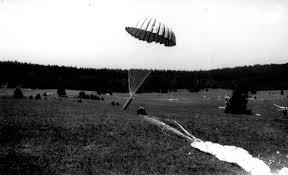 """Résultat de recherche d'images pour """"containers d armes soe parachutages"""""""