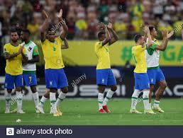 Calcio - Coppa del mondo - Qualifiers sudamericani - Brasile v Uruguay -  Arena da Amazonia, Manaus, Brasile - 14 ottobre 2021 Everton Ribeiro e i  compagni di squadra del Brasile applaudono