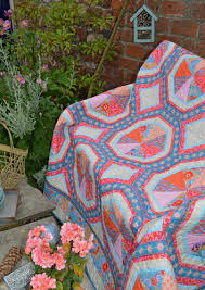 Nel Whatmore-Cats, Quilts & Cushions & Merry Go Round Quilt Adamdwight.com