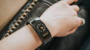Viễn Thông A bán smartwatch Gear Fit 2 chính hãng giá giảm 50%
