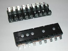 aftermarket fusebox for ferrari 308 and 512 series here is what a pair of my fuse blocks look like when you get them from me you will also get shorter mounting screws and splitters for the terminals that