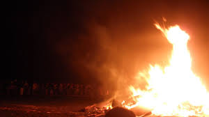 as i mentioned in my previous post guy fawkes night is celebrated by huge bonfires and fireworks and although it s a day late the turn out for the
