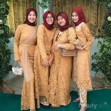 Mulai dari model yang simple hingga yang bergaya modern. 6 Inspirasi Model Baju Seragam Pernikahan Warna Kuning Dan Gold