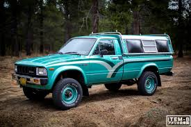 That Classic 80s color combo. 1st gen Toyota pickup 4x4 <3