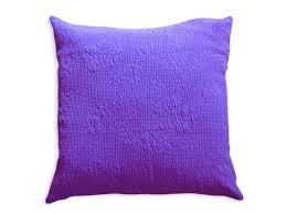 purple throw pillow  חפצים  עיצוב הבית