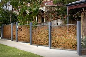 exterior: Wonderful Motif Creating Unique Fence Ideas By Using Wood And  Metal Elements As Fence