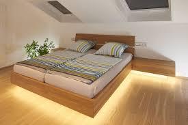 Das Schlafzimmer Dieses Projektes Ist Durch Den Einsatz Von Eiche