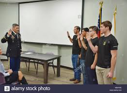 dave clukey left mander phoenix recruiting battalion conducts an oath of enlistment ceremony to four phoenix future solrs