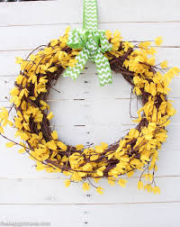 five minute dollar spring forsythia wreath at the happy housie 6