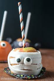 Recipe for Caramel Apples decorated like monsters, so cute! Great idea  Halloween food to