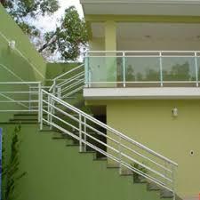 Já a parte de alumínio é utilizada como suporte do vidro, podendo ser em pequenas torres ou. Guarda Corpo Aluminio Preto Martione Vidros Box Espelhos Corrimao