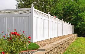 Sichtschutz Zaun F R Den Garten Aus Holz Oder Aus Kunsstoff