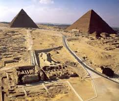 a short introdction to the pyramids of great pyramids at giza in