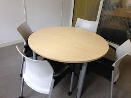 round office meeting table senator with 4 design black white chairs on wheel