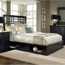 Solid Wood Contemporary Bedroom Furniture Contemporary King Sized Bed Frame Geometric And Detaile Shapes