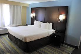 this pet friendly room features one king bed with a comfortable pillow top mattress make a cup of tea or coffee in your room while kicking back and