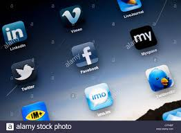 Apple <b>iPad</b> 2 screen showing social apps, including Facebook ...
