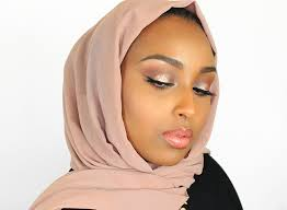 tips for keeping avoiding makeup smudges on your hijab