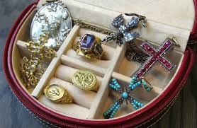 doyle doyle is thrilled to debut pieces from a spectacular cache of rare antique jewels all acquired from a single collector including jewelry from