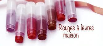 cette recette naturelle de rouge à lèvres maison est facile et est une bonne alternative aux versions merciales contenant des produits chimiques nocifs