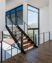 Sacada de vidro, guarda corpo, alambrado de vidro, escadas e muito mais… Escada Com Guarda Corpo Vidracaria Ideal