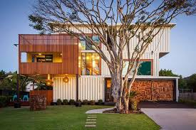 And this is the facade of the house. Tadan! So beautiful! Who would expect  that this is merely made of shipping containers?