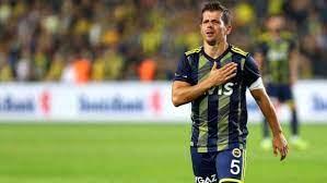 Emre Belözoğlu profesyonel futbol hayatına veda etti