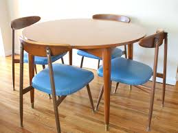 mid century modern dining room table. Mid Century Dining Room Table Design With Elegant Armchair And Modern Solid .