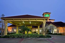 la quinta inn suites by wyndham usf near busch gardens in tampa hotel rates reviews on orbitz