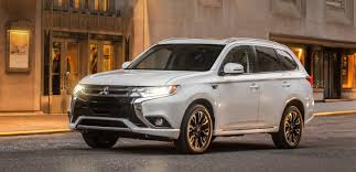 Mitsubishi debuts the Outlander PHEV in the US with upcoming ...