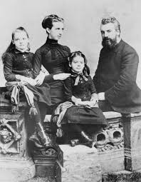 a short biography of alexander graham bell tells of his life and  alexander graham bell his wife mabel gardiner hubbard and their children elsie bell