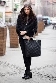 casual black outfit idea with fur coat