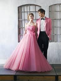 カラードレスの最新トレンドぴったり似合う色や形の選び方 マイナビ