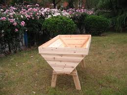art s success has given me the confidence to build two of my own raised beds this weekend use your third 2 2 board in the bottom middle of the bed and