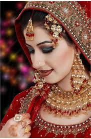 indian bridal looks in this pretty indian wedding makeup meenakshi dutt weaves her magic with a simple and elegant look bridal looks tips