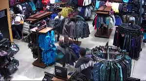 Frans Designer Clothing Outlet Greenfield Ma Flash Mob Shoplifters Descend On Pleasant Prairie North
