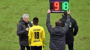 But overall, he is one of five players from the bundesliga. Fussball Bundesliga Liga Debut Youssoufa Moukoko Nun Jungster Bundesliga Spieler Fussball Sport Wdr