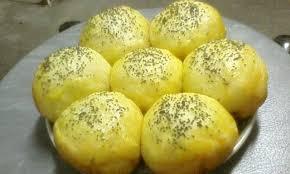 Campurkan semua bahan kering berupa tepung, gula, dan garam. Inilah Cara Membuat Roti Sobek Kukus Yang Bisa Dicoba Di Rumah