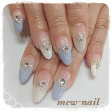 グラデーションホワイト水色スモーキー Mew Nailのネイルデザイン