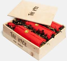 Plus a jade green decorative charm on a braided red thread. The Best Gift Boxes For Celebrating Lunar New Year