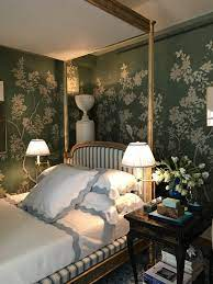 Chinoiserie wallpaper.