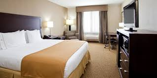 holiday inn express and suites fresno 2x1