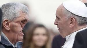 Resultado de imagen de papa francisco y enfermos