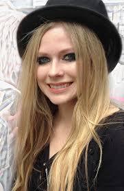 By <b>amy-wong</b>.com (<b>Amy Wong</b>) from Lima, Peru (Seeking Avril) [CC-BY-2.0], <b>...</b> - Avril_Lavigne_Portrait
