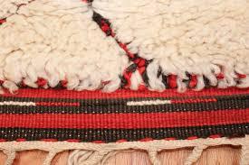 ivory background vintage moroccan berber rug 47901 fringes nazmiyal