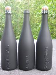 What a great craft idea! personalized champagne bottles for a bachelorette  party! All you need is a bottle of bubbly, puff paint and chalk board paint.